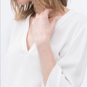 ZARA WHITE V NECK HIGH/LOW TOP  XS
